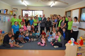 Governor General, Sir Peter Cosgrove, with Lady Cosgrove and children and staff from Eden Childcare Centre.