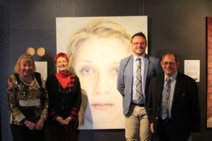 Deputy Mayor Liz Seckold, artist Sally Robinson, Mayor Michael Britten, Gallery Director Iain Dawson, standing in from of this year�s winning portrait in the Shirley Hannan National Portrait Award.