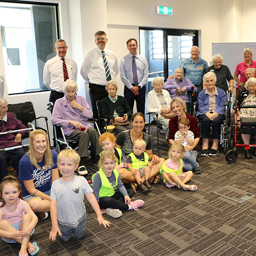 The Intergenerational Playgroup - a successful ClubGRANTS recipient in 2018 - with Tura Beach Country Club Manager, Don Field, Merimbula RSL General Manager, Michael Mutsch and Club Sapphire Chief Executive Officer, Damien Foley.